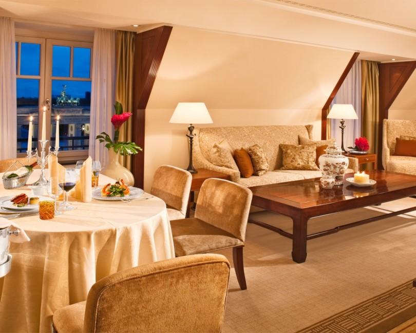 Web_Brandenburg-Gate-Deluxe-Suite-Hotel-Adlon-Kempinski